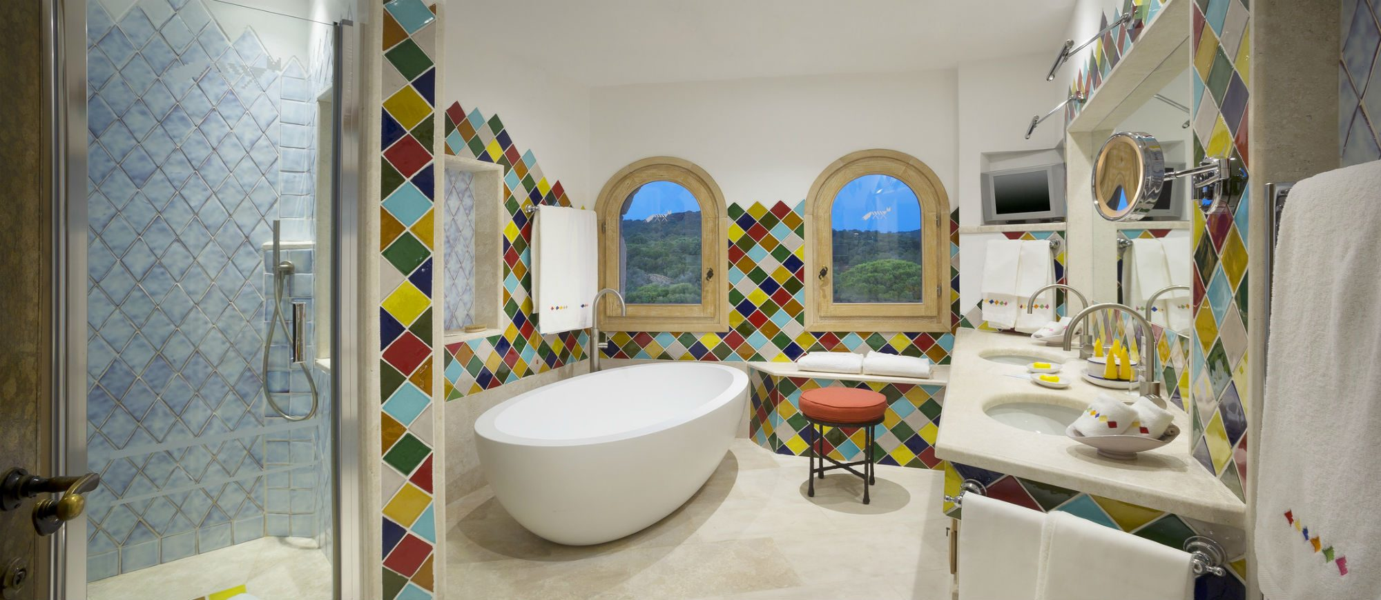 pent-main1-lux59gb-155338-penthouse-suite-bathroom