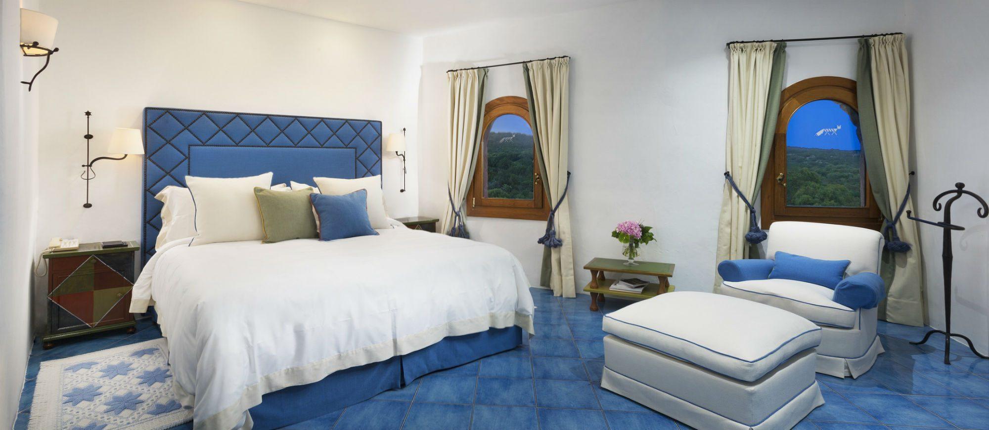 pent-main3-lux59gr-155336-penthouse-suite-bedroom