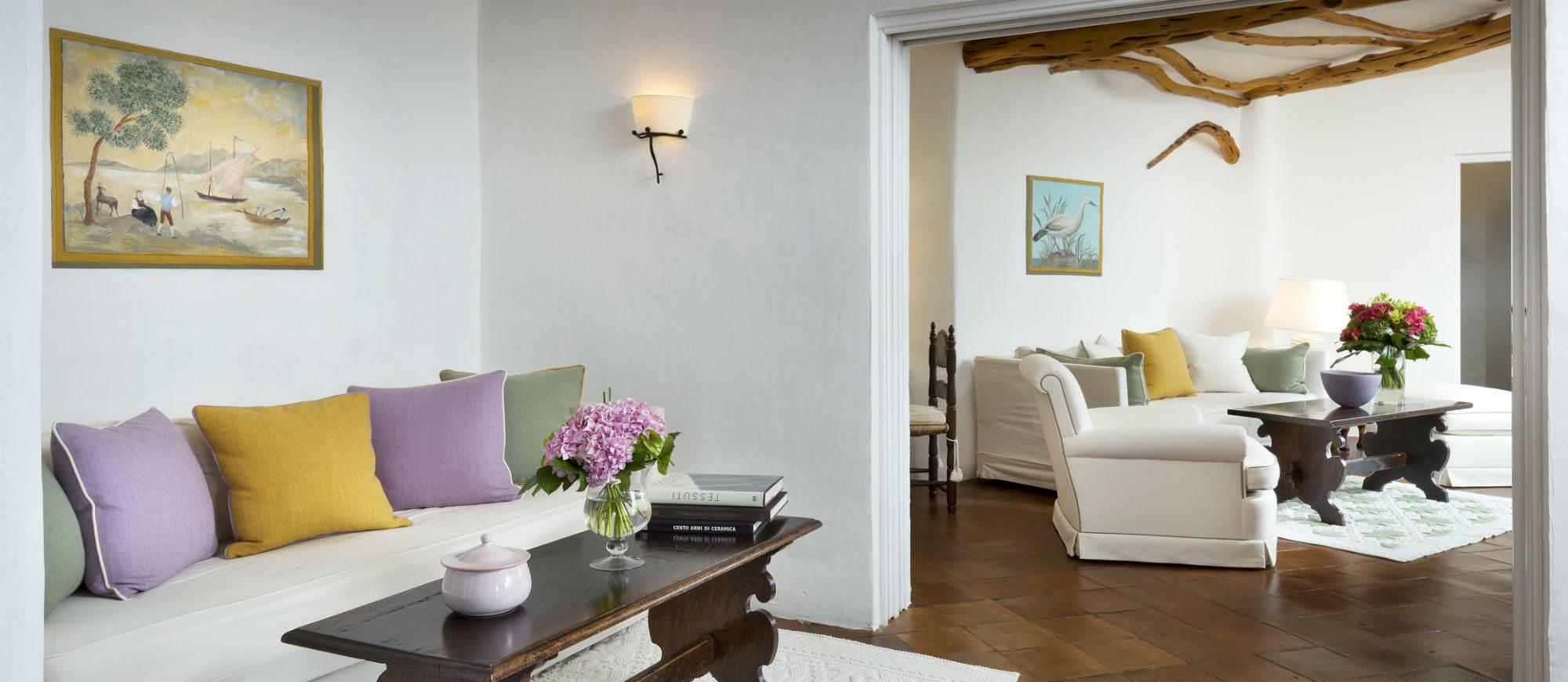 pent-main7-lux59gr-155342-penthouse-suite-living-room